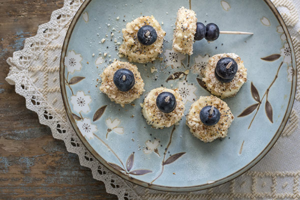 SKEWERED ALMOND BANANAS WITH BLUEBERRIES