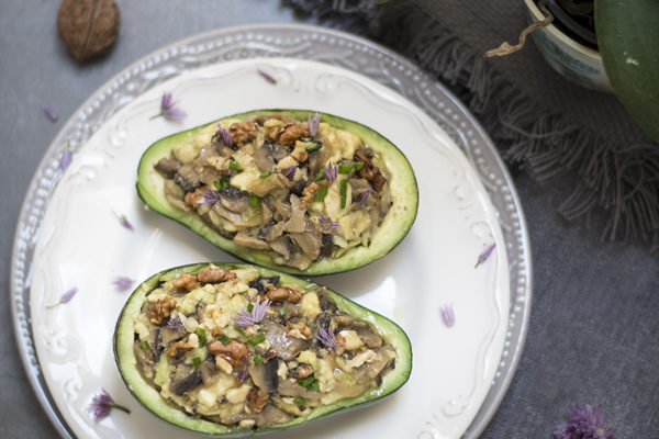 Stuffed avocado with walnuts