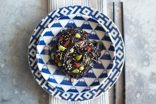 Noodle riso nero vegan ricetta veloce